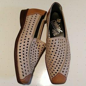 NWOT Rieker antistress flat shoes